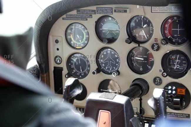 Cockpit instrument panel in a floatplane