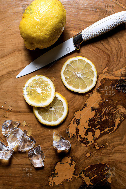 Lemons in slices with melting ice