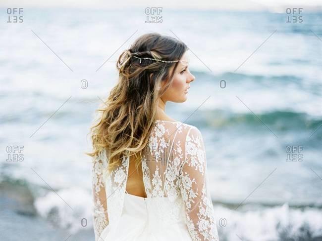 Profile of a bride at the shore