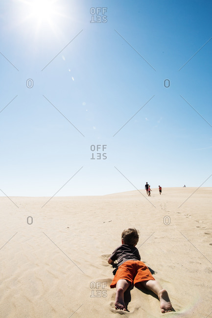 A child crawls to his family in the desert