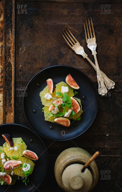 Fruit salad with figs and citrus