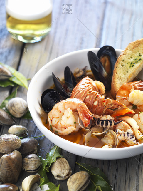 Cioppino with crusty bread and beer
