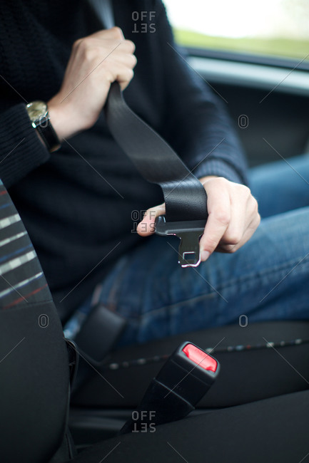 Man buckling car seat belt