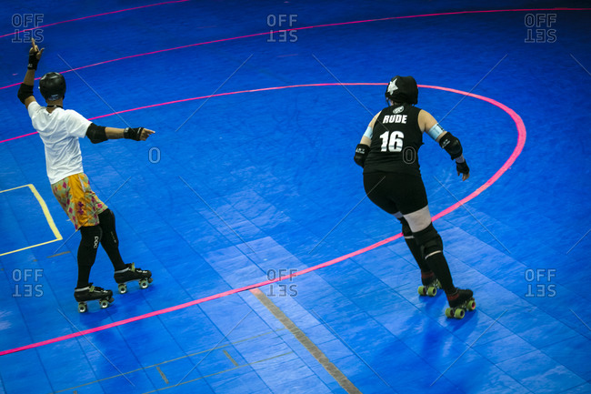 Ref signaling to roller derby competitor