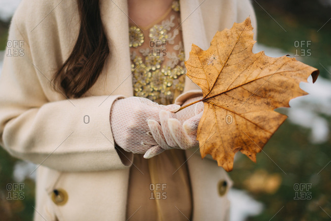 Bride holding a leaf outside in winter