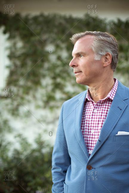 An older gentleman in a seersucker suit