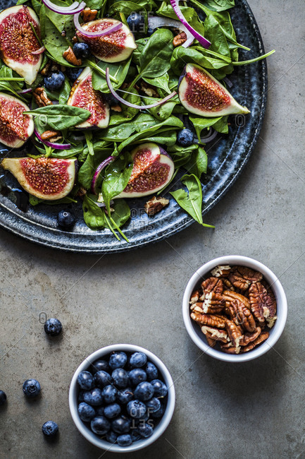 Fig Salad with blueberries and walnuts