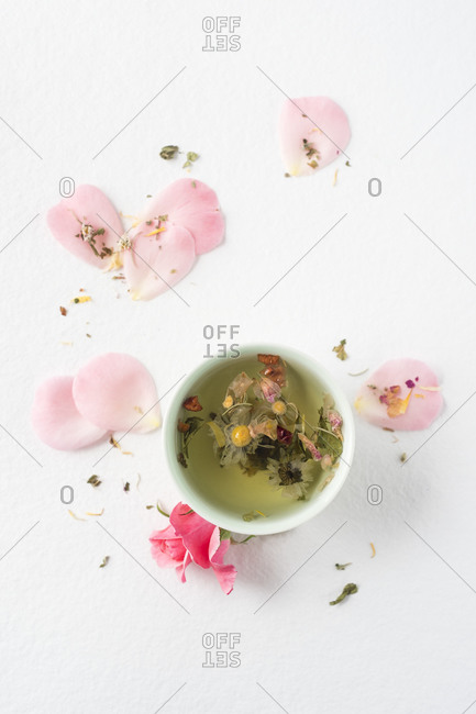 Herbal tea with rose pedals and daisies