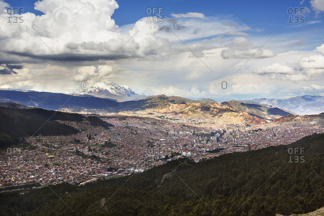 The city of La Paz with Illimani rising in the distance, the highest peak in Bolivia, La Paz, Bolivia