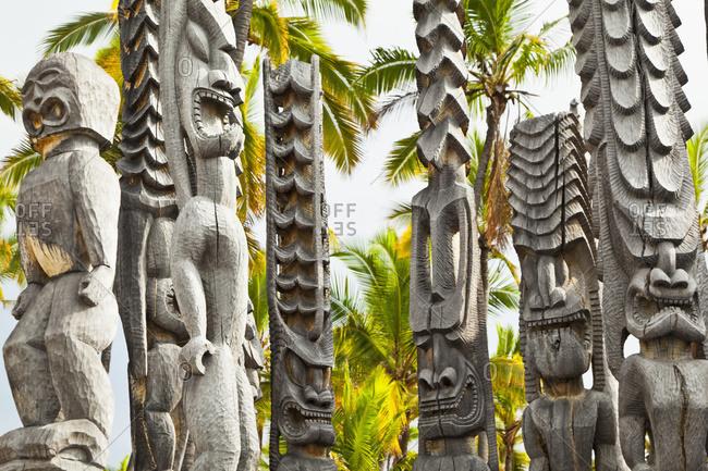 Wooden temple efigies, Puuhonua O Honaunau National Historical Park, Kona, Island of Hawaii, Hawaii, United States of America