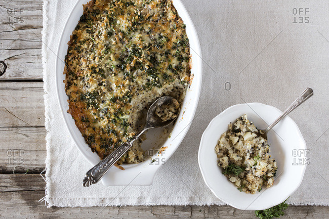 Serving a spicy cauliflower gratin with crunchy topping