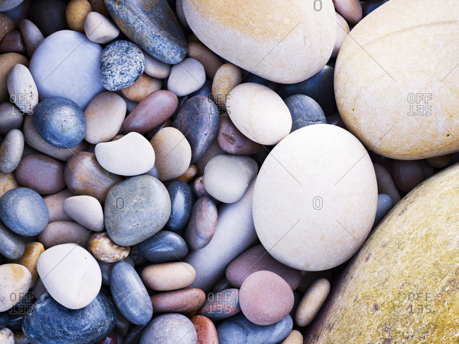 Different sized of pebbles