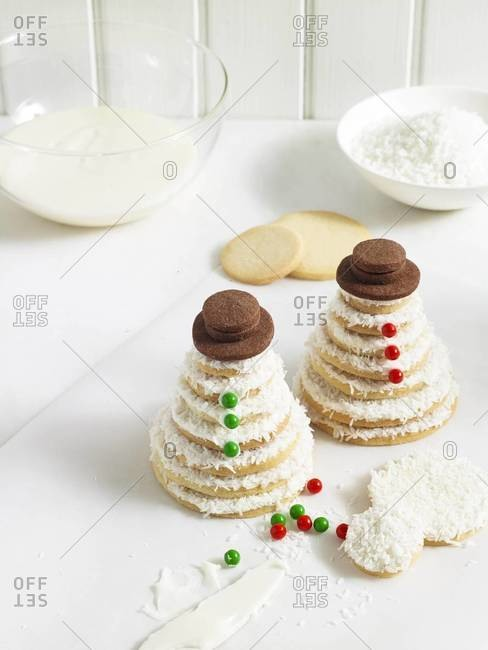 Cookies stacked into the shape of snowmen