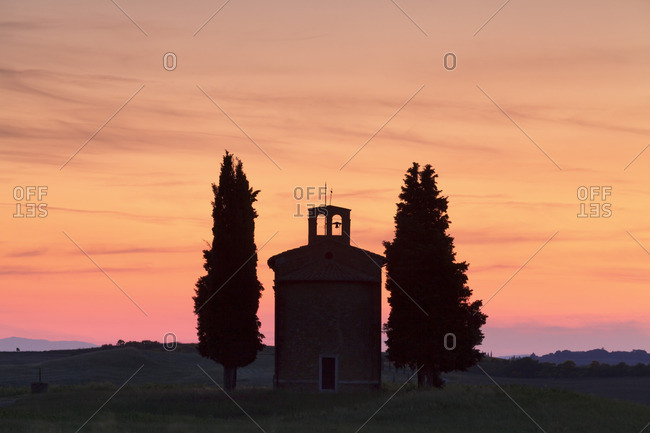 Capella di Vitaleta at sunset, Val d'Orcia (Orcia Valley), UNESCO World Heritage Site, Siena Province, Tuscany, Italy