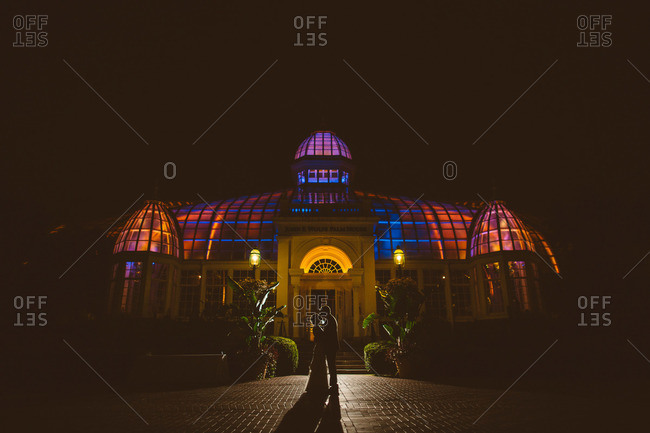 Bride and groom kissing in front of the Franklin Park Conservatory in Columbus, Ohio