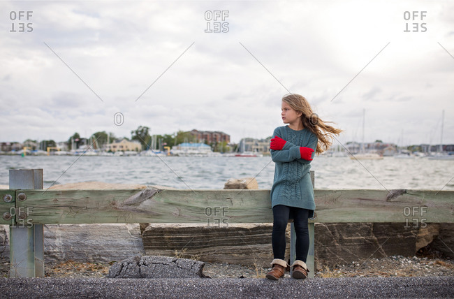 A girl with a chill at the shore