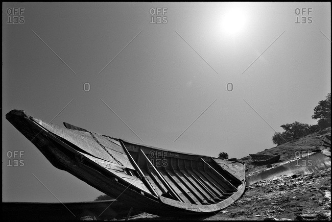 A boat used for sand fishing, Mali
