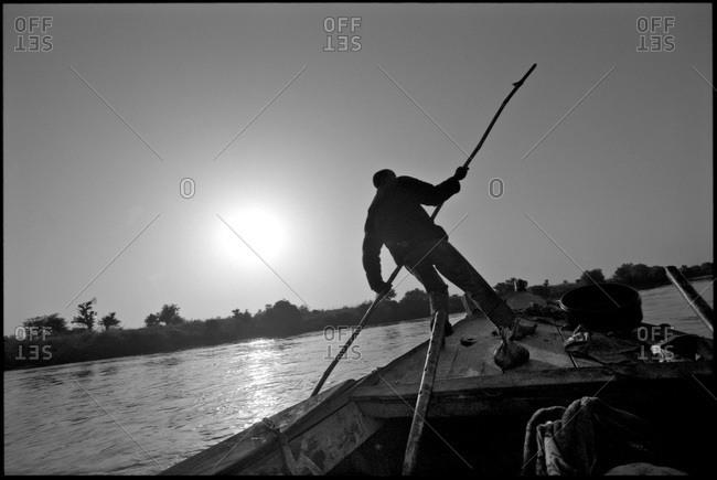 Sand fisherman steering his boat in Mali