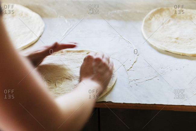 Cook kneading dough for pizza crust