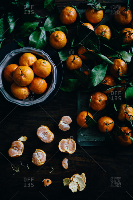 Satsuma tangerines whole and peeled