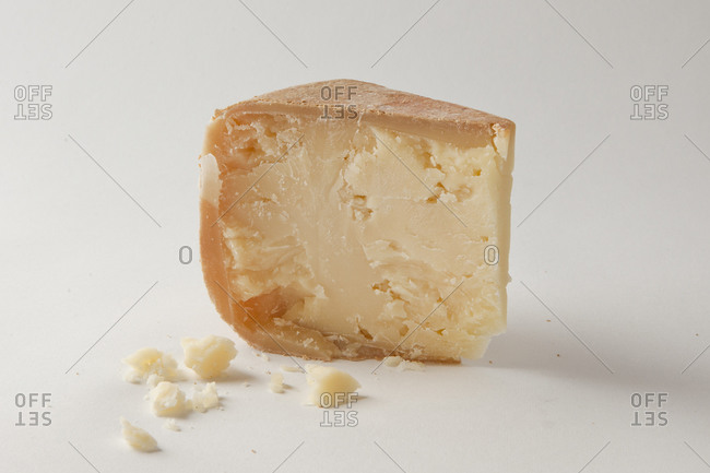 Hard cheese made from sheep and cow's milk in Wisconsin