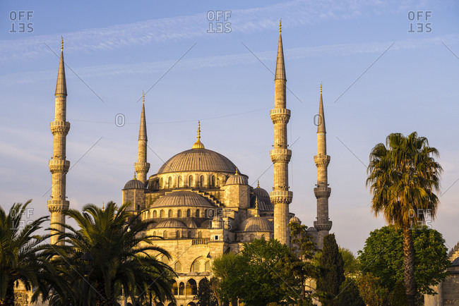 Blue Mosque (Sultan Ahmed Mosque) (Sultan Ahmet Camii), UNESCO World Heritage Site, just after sunrise, Istanbul, Turkey