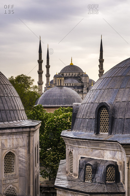 Blue Mosque (Sultan Ahmed Mosque) seen from Hagia Sophia (Aya Sofya), UNESCO World Heritage Site, Istanbul, Turkey