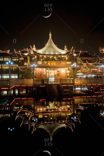 Shanghai Yu gardens at night