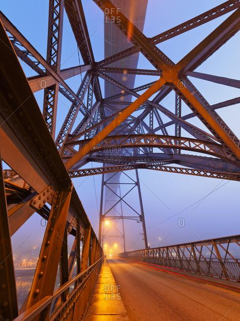 Luiz I Bridge and Douro river in the evening