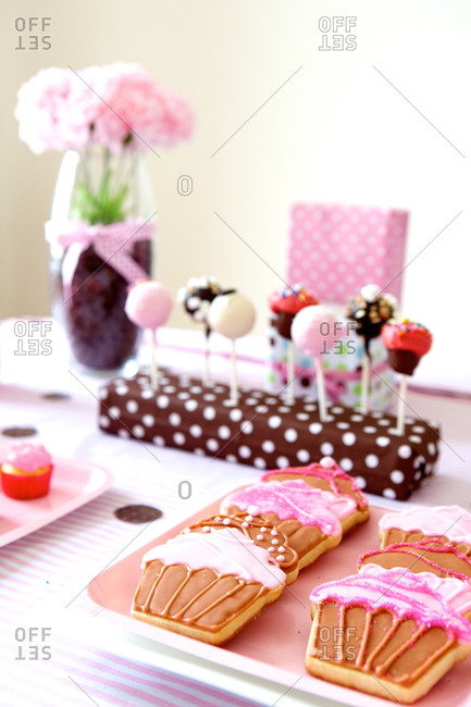 Table with various birthday party desserts