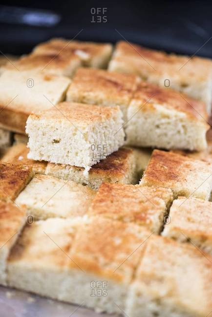 Squares of corn bread - Offset