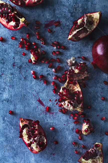 Removing seeds from pomegranate fruit