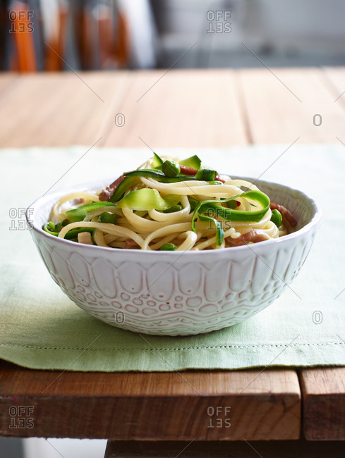 Linguine pasta with pancetta, peas, and zucchini