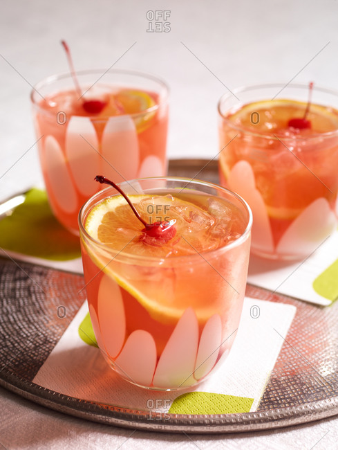 Cherry lemonade cocktails