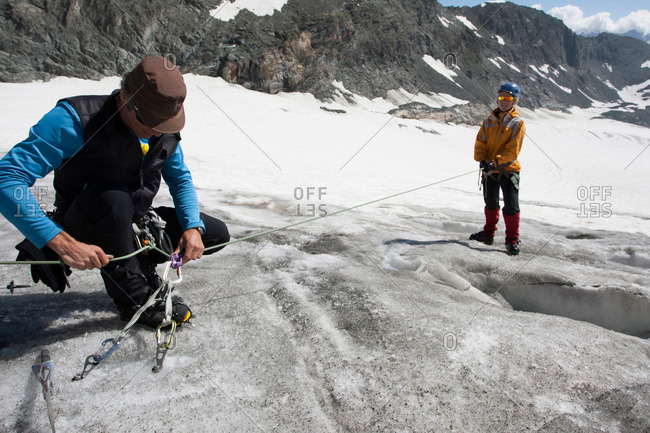 Guide demonstrating how to do a crevasse rescue