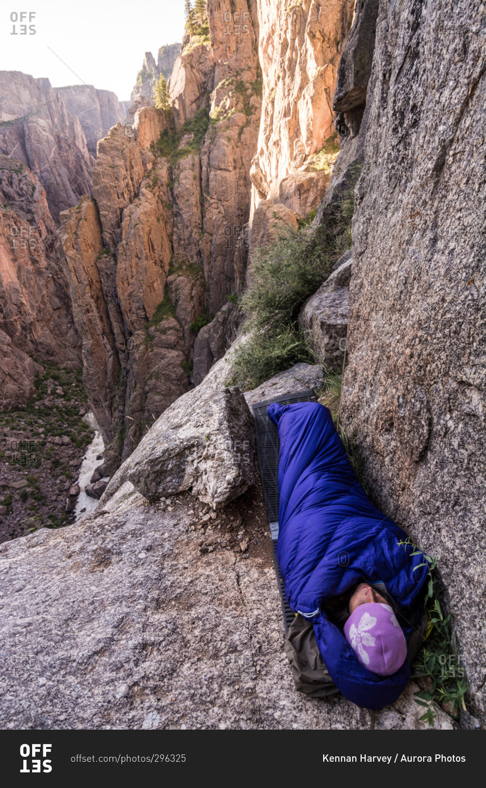 black single women in gunnison Investigators are trying to determine what happened to a 49-year-old lakewood woman who collapsed and later died while hiking in black canyon of the gunnison national park monday afternoon.