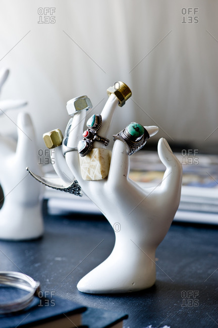 Hand-shaped jewelry stand