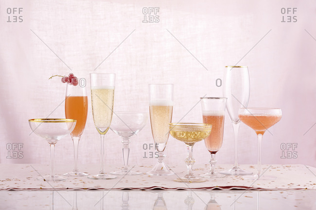 Cocktails, champagne and glasses - Offset