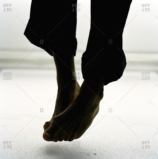 Silhouette od bare feet