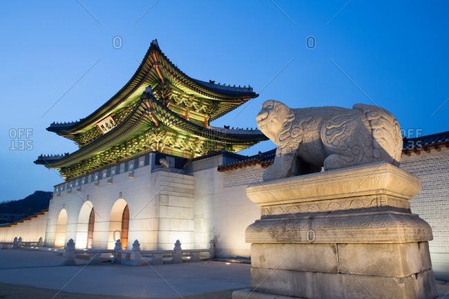 Lion statue outside Gyeongbokgung Palace at night, Seoul