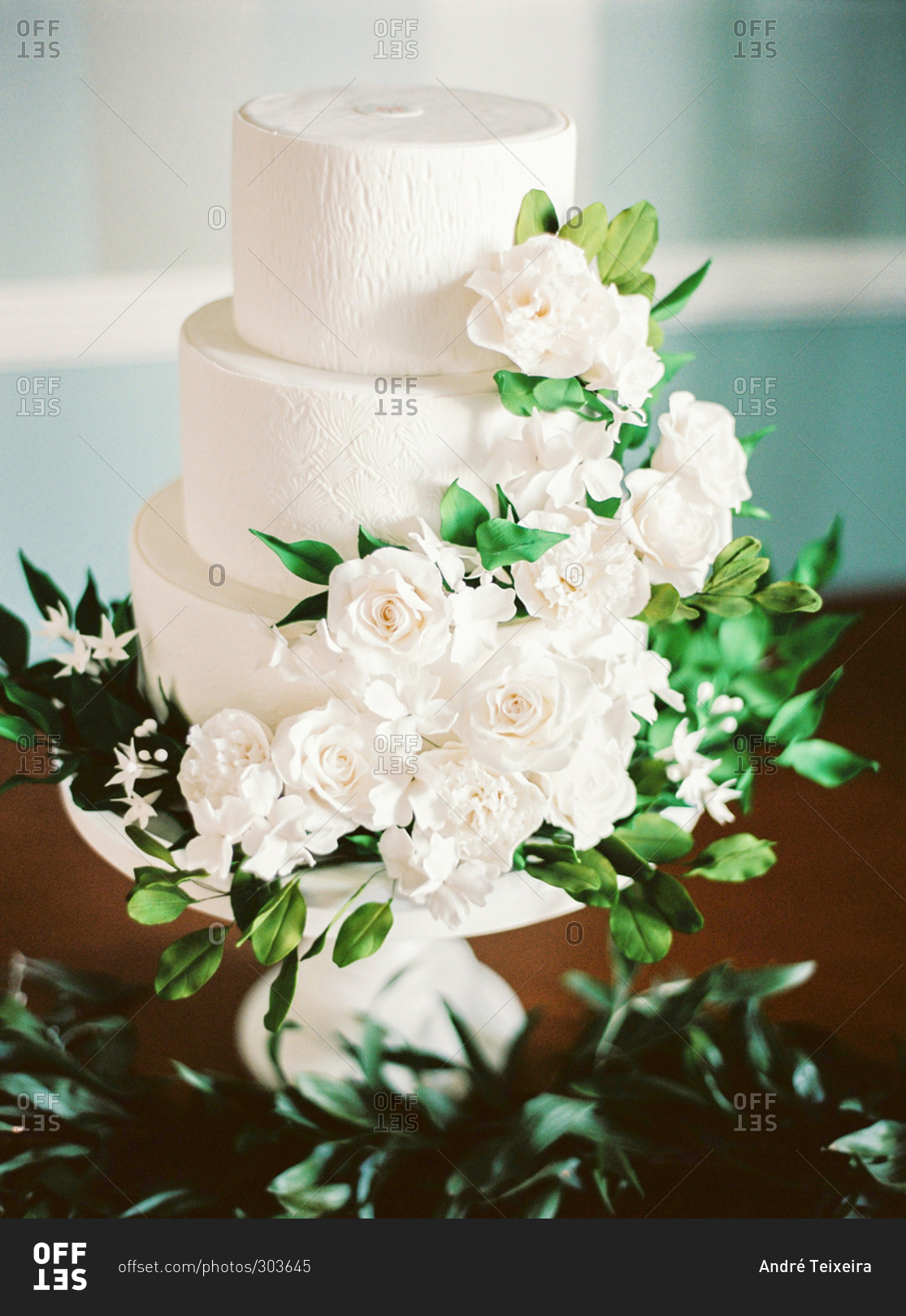 wedding cake with green leaves wedding cake decorated with white flowers and green leaves 26903