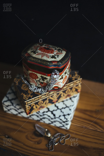Vintage tins and jewelry