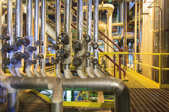 Control valves for low and intermediate pressure area flow at electric gas turbine plant
