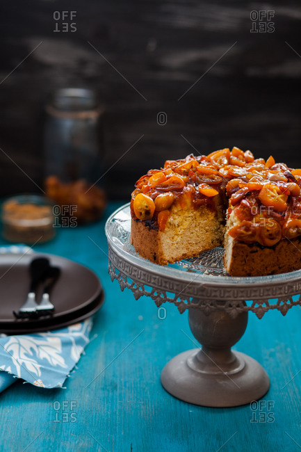 Vanilla cake with kumquats