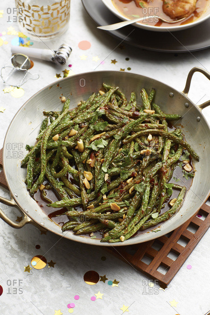 Roasted green beans and almonds
