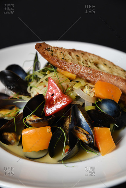 Mussels and linguine