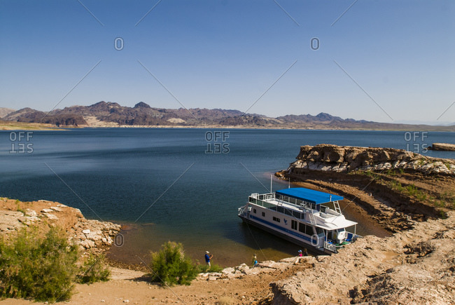 House boat on Lake Mead