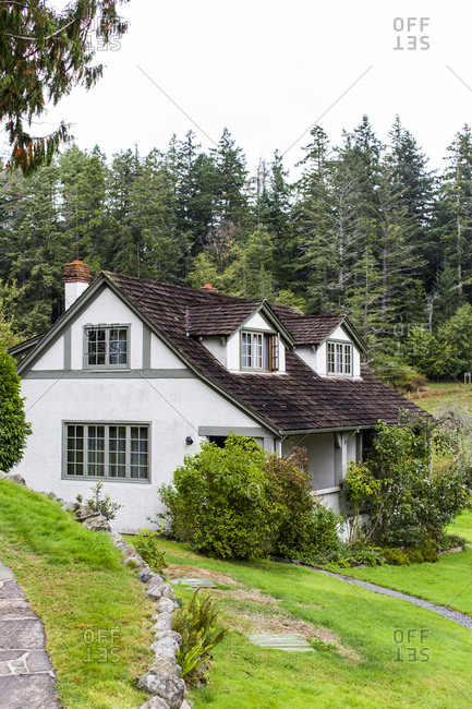 Charming country cottage and a green lawn