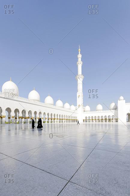 Courtyard, Sheikh Zayed Bin Sultan Al Nahyan Mosque, third largest mosque in the world Al Maqtaa, Abu Dhabi, United Arab Emirates,