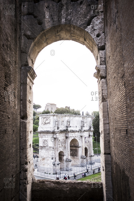 Arch of Constantine seen from Coliseum